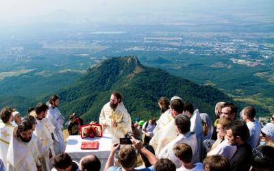 Архиерейское богослужение на вершине горы Бештау